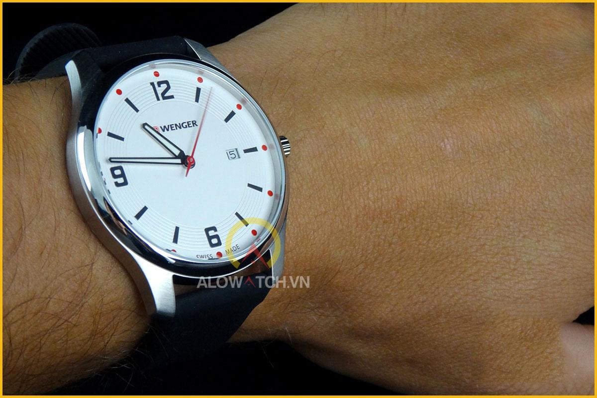 đồng hồ wenger có mức giá thấp nhất 2,7 triệu đồng