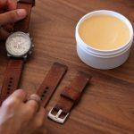 Mẹo nhỏ và cách khử mùi hôi cho đồng hồ dây da hiệu quả
