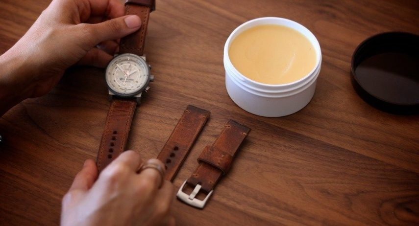 Kết quả hình ảnh cho Cách vệ sinh dây đồng hồ đơn giản và hiệu quả