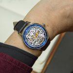 Giải đáp câu hỏi nên mua đồng hồ cơ hay điện tử?