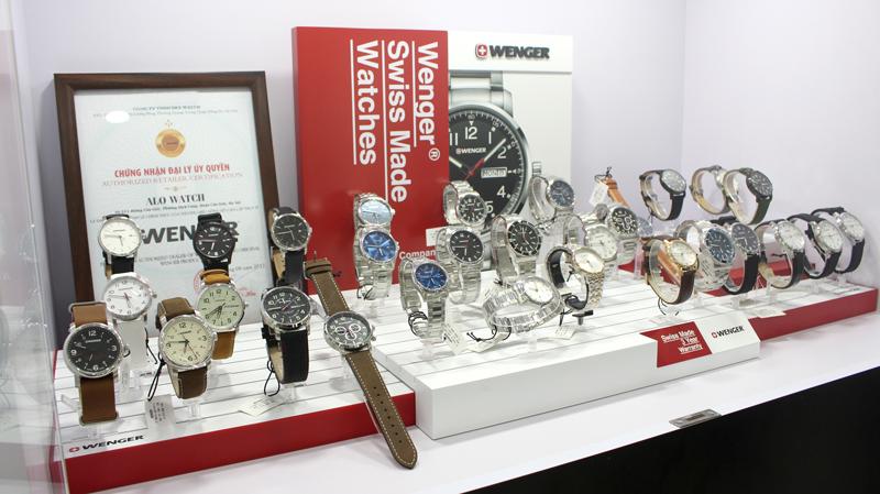 tủ trưng bày đồng hồ wenger chính hãng