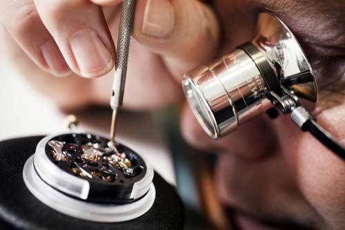 lau dầu đồng hồ Rolex