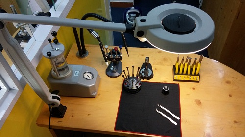 Cửa hàng sửa chữa đồng hồ ở Trần Duy Hưng