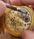 giá lau đồng hồ cơ